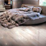 Miegamojo grindų plytelės