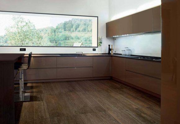Virtuvės plytelės medienos imitacija